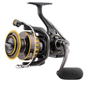 Daiwa BG2500 Black/Gold 5.6:1 Ambidextrous Saltwater Spinning Fishing Reel