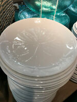 Pottery Barn Set 4 Mendocino Salad Plates White Floral Dessert Medallion
