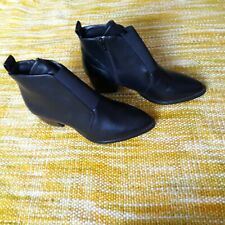 Trussle Ladies Black Boots With Heel Size 6 - Look Brand New