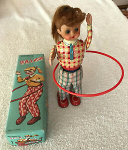 Japan 1950s JAPAN Wind up Working Tin Litho Mechanical SPIN-A-HOOP Hula Girl Box