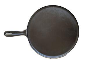 Le Creuset Durable Cast Iron Crepe Pan, 27cm, Black