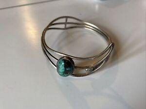 Ancien Bracelet Manchette en argent massif et Cabochon En turquoise. Navajo ?