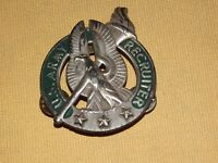 VINTAGE US ARMY  SOLDIER RECRUITER BADGE