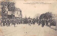 CPA 87 LES TROUBLES DE LIMOGES LES MANIFESTANTS A LA SORTIE DU CIRQUE PLACE JOUR