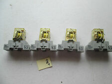 LOT OF 4 FRESH TAKEOUT IDEC RELAY DC24V W/ RELAY BASE SH2B-05 10A 300V  (237-1)