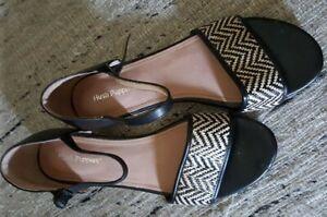Hush Puppies - Dottie leather flat sandals - size 9.5 VGC