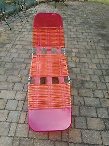 Vintage Aluminum Tri Folding Vinyl PVC Chaise Lounge Pool Beach Lawn Chair