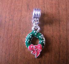 pendentif argenté couronne de noël vert et rouge
