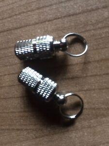 2 Metall Adressanhänger für Halsband Hund / Katze Neu Anhänger Schraubverschluss