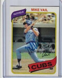 1980 Topps signed Mike Vail  Cubs with COA - beautiful  signature !!!