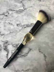 IT COSMETICS Heavenly Luxe French Boutique Blush Brush #4 Blush/Contour Brush