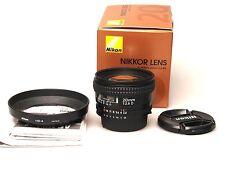 Nikon AF Nikkor 20 mm f2.8 D + hb-4 en boîte