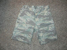 WESC MENS CASUAL SHORTS LARGE TATE PRINTED GREEN GRAY MULTI-COLOR NWT $60