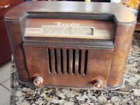 1946 Bendix Aviation Model 0526E AM Radio Wood Tube Standard Police Table Top