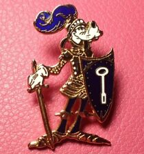 DISNEY PIN - GOOFY in a Suit of Armor with Shield