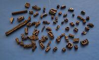 74 Alte BRONZE STEMPEL aus einer Druckerei, unterschiedliche Schriftarten und...