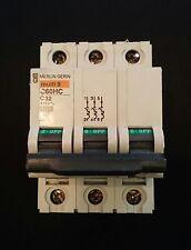 Merlin GERIN Múltiples 9 C60HD (25676) 32Amp tipo 3/C M6 triple poste Reja de desminado