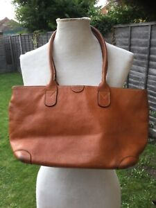 Bric's bright tan sturdy leather shoulder bag