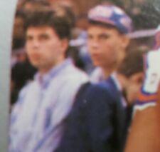 1990-1991 NBA HOOPS Mark Jackson Card #205 - Menendez Brothers in Background