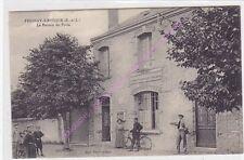 CPA 28310 FRESNAY L EVEQUE Le bureau de poste gendarme vélo enfants femme