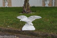Statue, sculpture aigle perché en pierre reconstituée, ton pierre blanche