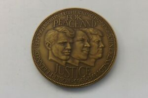 LARGE BRONZE MEDAL MARTIN LUTHER KING FOR PEACE AND JUSTICE 5CMS 48.9gram (3047)