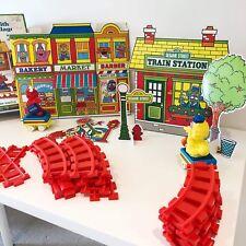 Vintage Choo-Choo Plaza Sésamo Train Set con aldea en Caja 90s 1992 Elmo