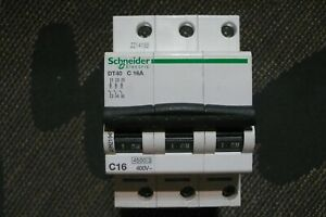 DISJONCTEUR TRIPHASE 16A COURBE C SCHNEIDER ELECTRIC DT40 MERLIN GERIN 16AMPERES