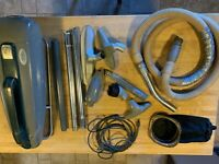 VINTAGE MONTGOMERY SUPREME VACUUM 05 SP 390A CANISTER W/ATTACHMENTS