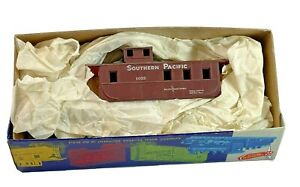 HO Vintage Roundhouse Southern Pacific 1032 Caboose Kit  in Original Box