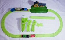 THOMAS  GLOW IN THE DARK CHOCOLATE FACTORY TRACK SET W PERCY AND THOMAS /TENDERS