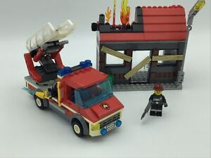 Lego City 60003 Fire Emergency Fire Engine & Burning House