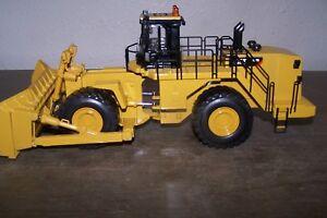 Die cast Caterpillar 854K wheel loader 1:50