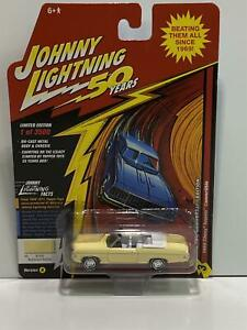 1969 Chevy Impala Convertible Cendré Jaune 50th 1:64 Johnny Clair JLCG018A