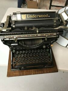 Underwood Portable Typewriter serial #625871 VERY NICE FOR AGE VERY TINY IN SIZE