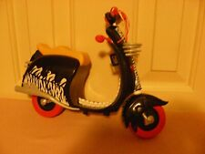 Monster High Wheelin' Werecats Scooter - black, white & pink; no kickstand