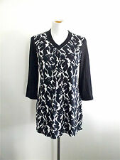 Classic Black & White! Blue Illusion size XS tunic top in excellent condition