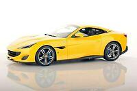 Ferrari Portofino Giallo Modena completa di base e vetrina scala 1/18