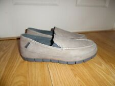 NEW Crocs Mens Size 9 Stretch Sole Grey Tan  Leather Loafer Shoes Slip on 201771