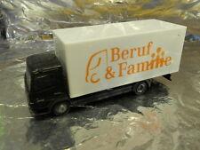** Herpa 286091 Mercedes Benz Atego Box-Type Truck Beruf und Familie 1:87 Scale