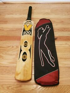 Slazenger V800 Ultimate Cricket Bat (2.7 Lbs) with case USED