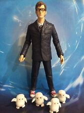 DOCTOR WHO FIGURE - THE 10th TENTH DOCTOR in GLASSES with 4 BABY ADIPOSE