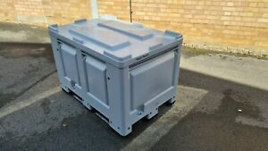 Grey Plastic Pallet Box with Lid, 525 Litre, Very Good Condition, Stackable