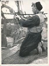 ROTTERDAM c. 1950 -  Marin Pêcheur Réparation des Filets  Hollande - DIV8437