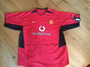 2002-2004 Manchester United Signed Jersey (signatures include Sir ALEX Ferguson)