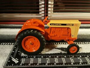 Ertl Case 930 1/16 Diecast Farm Tractor Replica Collectible