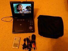 Xoro HSD 415 DVD-Player mit Tasche Netzkabel 12-Volt-Ladekabel
