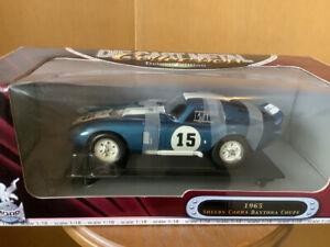Yat Ming Road Signature 1965 Shelby Cobra Daytona Coupe 1/18