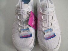 Skechers Womens Gratis Strolling White Silver Shoes SN 22823 NEW $105 Value Sz 6
