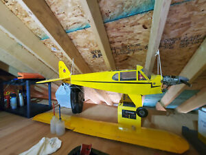Piper Cub RC Airplane with 4-Stroke Engine and Servos